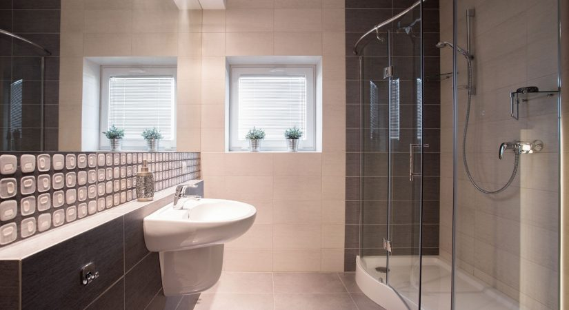 Framed-vs-Frameless-Shower-Enclosures